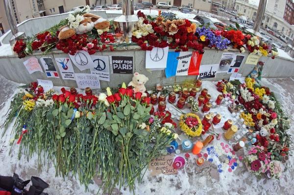 цветы Париж теракт соболезнования|Фото: ДИП губернатора Свердловской области