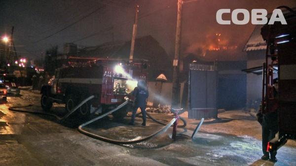 пожар Депутатская Екатеринбург|Фото: служба спасения СОВА