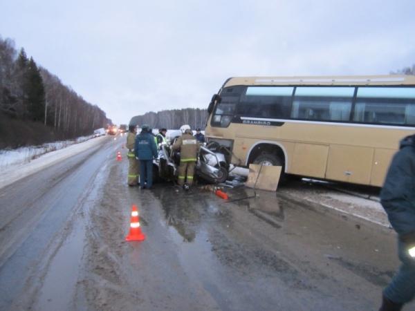 автобус иномарка авария|Фото: ГУ МЧС РФ по Свердловской области