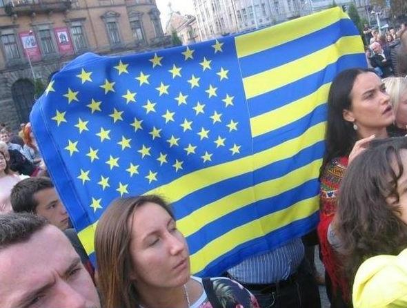 США, Украина, звездно-полосатый сине-желтый флаг Фото: Накануне.RU