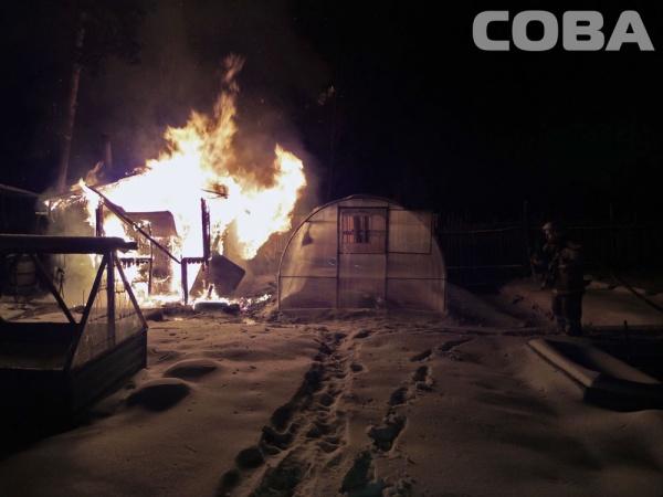 Екатеринбург сады пожар тушение Фото: служба спасения СОВА