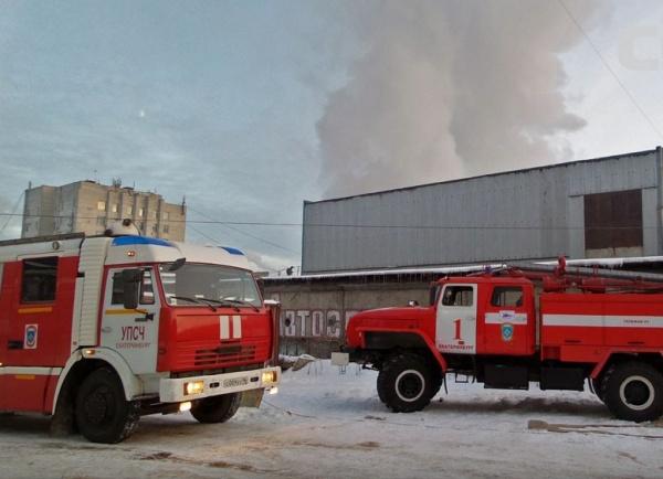 пожар на ул. Первомайской, пожар на складе в Екатеринбурге|Фото: