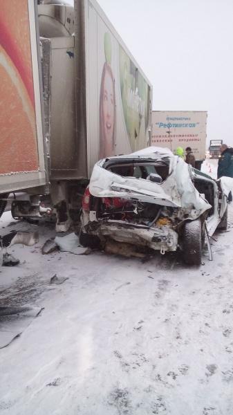 грузовик иномарка ДТП|Фото: ГИБДД Свердловской области