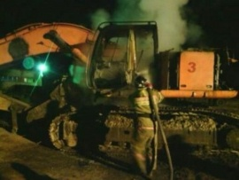 экскаватор пожар тушение|Фото: ГУ МЧС РФ по Свердловской области