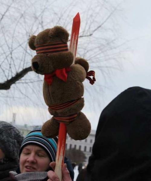 мишка, шествие Немцова, георгиевская лента|Фото: