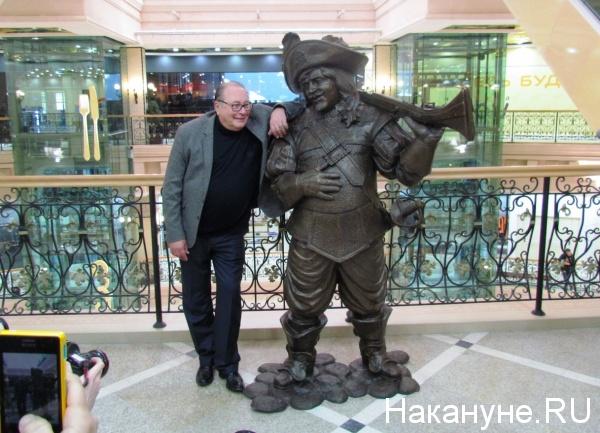 Валентин Смирнитский, статуя Портоса|Фото: накануне.ru