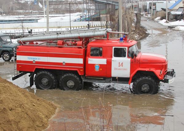 Ликвидация последствий подтопления в г. Далматово|Фото: МЧС по Курганской области