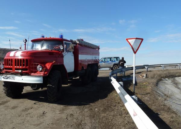 Дежурство сотрудников пожарно-спасательной части в районе автодороги Курган-санаторий Сосновая Роща|Фото: МЧС по Курганской области