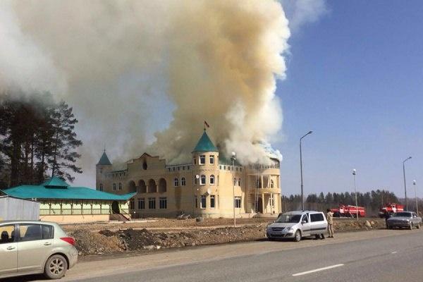 пожар, дым, гостиница, замок|Фото:https://vk.com/te_ekb