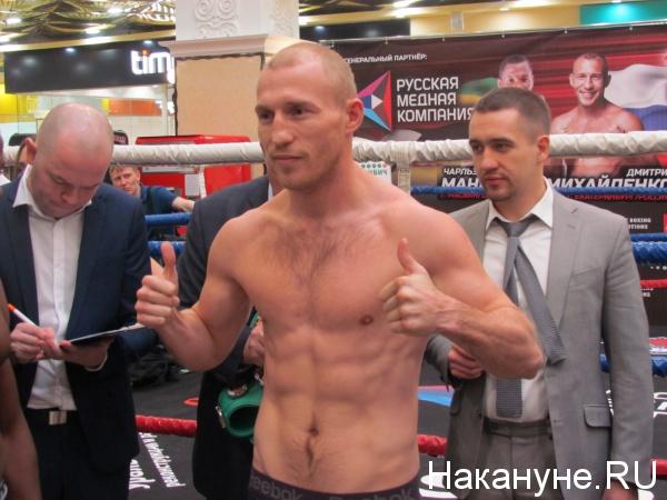 взвешивание бокс Пассаж Дмитрий Михайленко|Фото: Накануне.RU