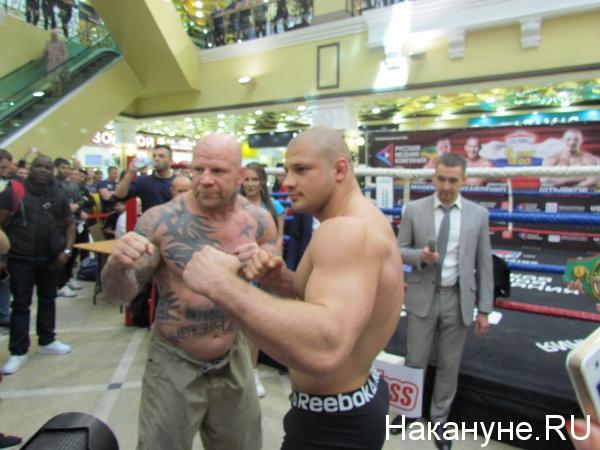взвешивание бокс Пассаж Иван Штырков Джефф Монсон|Фото: Накануне.RU