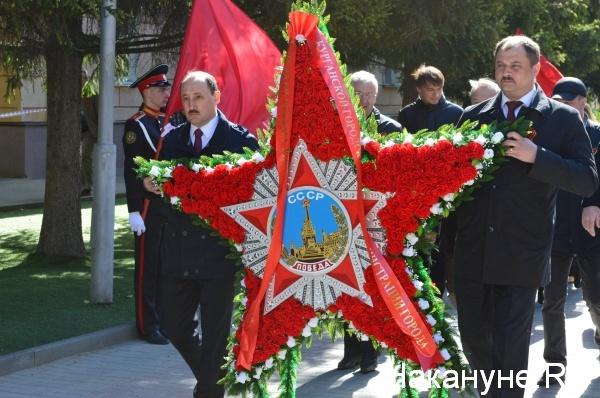Курган, 8 мая, возложение венков к мемориалу славы|Фото:Накануне.RU