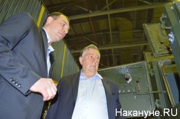 Александр Проханов осматривает производство|Фото:Накануне.RU