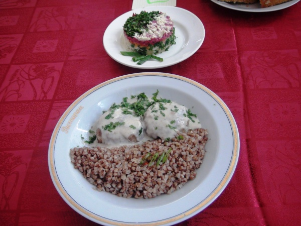 блюдо, гречневая каша, котлеты|Фото: ГУФСИН по СО