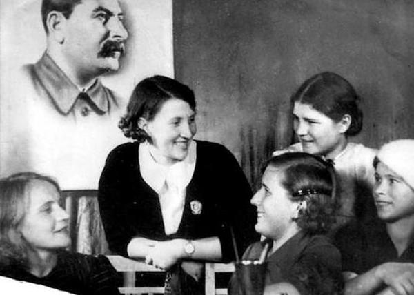 Валентина Хетагурова, Сталин|Фото: rusinform.ru