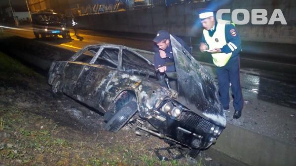 ВАЗ пожар Екатеринбург|Фото: служба спасения СОВА