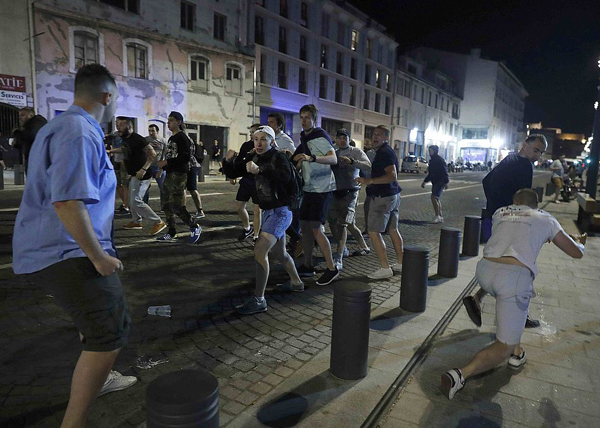 болельщики, ЧЕ-2016, столкновения Фото: REUTERS