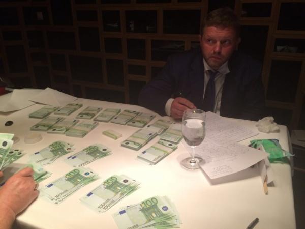 взятка, белых, евро|Фото:СК РФ