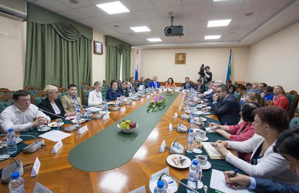 Встреча Натальи Комаровой с политическими партиями Фото: admhmao.ru